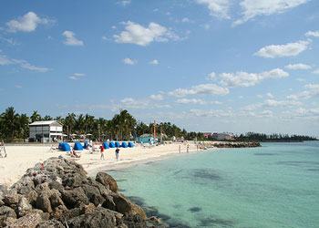Lucayan Beach Fronts Grand Resort The South Is Free Plus You Can Access Hotel S And Swimming Pools By Purchasing A Day P