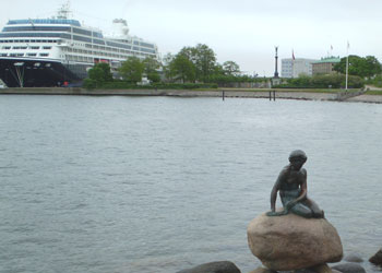 Visiting cruise ships to Copenhagen generally dock at Langelinie Pier, a short walk from the major sights